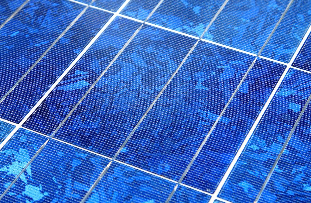 Solardiecher iwwert den Autobunnen – eng Méiglechkeet fir Lëtzebuerg?